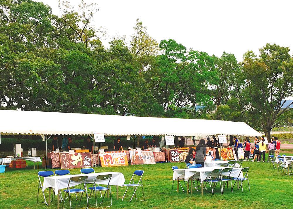 万博公園を使用した中規模の食フェス